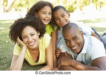 család, liget, feláll, bolyhos, portré, boldog