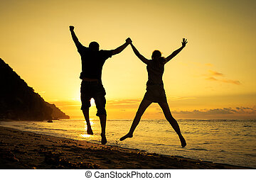 család, ugrás, idő, hajnalodik, tengerpart, boldog
