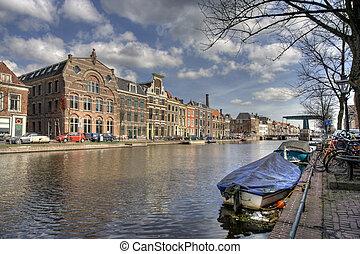 csatorna, hollandia, elszenved