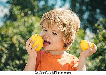csinos, c-hang, jó, étkezési, immunity., citrom- és narancsfélék, lemon., vitamin, egészséges, gyümölcs, egészség, oltás, gyermek, erős, gyerekek, health.