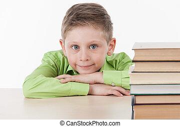 csinos, kicsi fiú, tanulás, mosolyog., háttér, vonzalom, asztal, fehér, jelentékeny, iskolásfiú