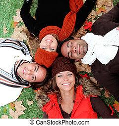 csoport, felnőttek, fiatal, ősz, mosolyog vidám