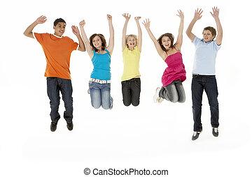 csoport, fiatal, ugrás, öt, műterem, gyerekek