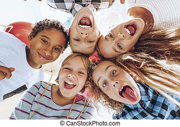csoport, gyerekek