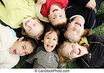 csoport, külső, együtt, kívül, gondatlan, határ, mosolyog vidám, arc, gyerekek, boldogság, karika