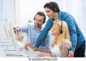 csoport, munka emberek, fiatal, együtt, aktivál