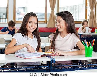 diáklány, boldog, íróasztal, barát, ülés