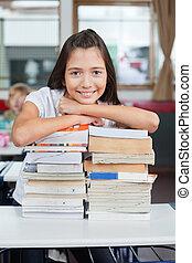 diáklány, előjegyez, kazalba rakott, vonzalom, íróasztal