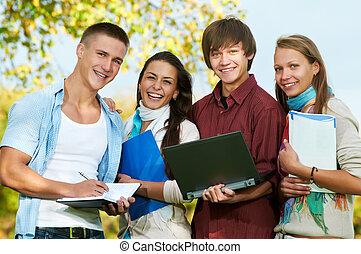diákok, mosolygós, csoport, fiatal, szabadban