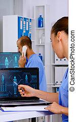 digitális, diák, emberi, orvosi, vizsgál, fürkész, test, gyakorló orvos