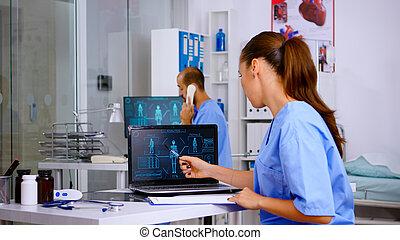 digitális, vizsgál, emberi, gyakorló orvos, fürkész, test, orvosi hallgató