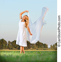 dress., leány, szabadság, zöld terep, fogalom, fehér