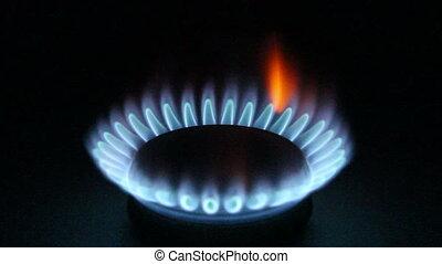 elbocsát, gáz