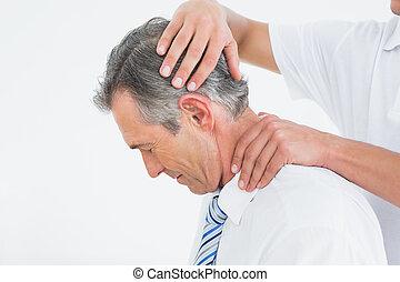 elintézés, hátgerincmasszázzsal gyógyító, nyak