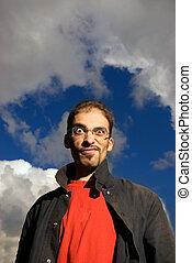 ellen, kék, cloudy ég, fiatalember