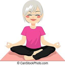elmélkedés, jóga, idősebb ember