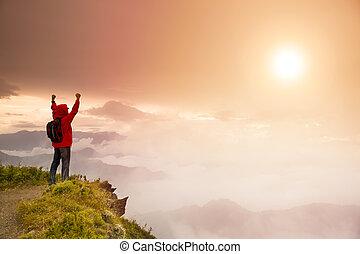ember, napkelte, hegy, karóra van, tető, hátizsák, fiatal