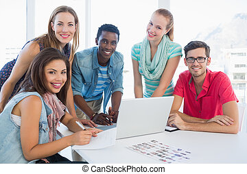 emberek, laptop, használ, kényelmes hivatal, fiatal