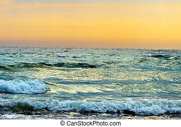 emelkedik, tenger