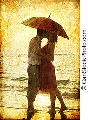 esernyő, párosít, alatt, csókolózás, tengerpart, sunset.