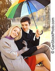 esernyő, színes, párosít, liget, fiatal, együtt, boldog