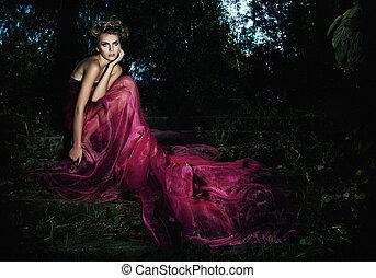 este, serene., ülés, színpadi, -, hosszú, ruha, fénykép, erdő, sorozat, tündér, csábító, lépcsősor, leány