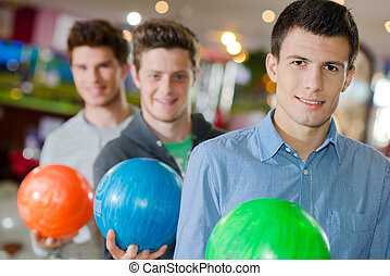 férfiak, labda, tekézés