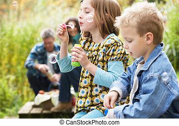 fújás, piknik, vidéki táj, két, fiatal, panama, gyerekek