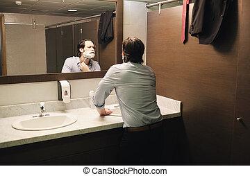 fürdőszoba, kereskedelmi ügynökség, után, reggel, korán, ingázik, borotválkozás, ember