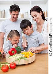 főzés, gyerekek, szülők, -eik, közelkép, boldog