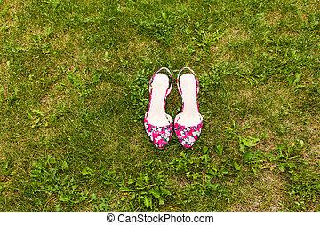 fű, cipők, rózsaszínű