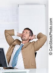 fej, íróasztal, feláll, külső mögött, kézbesít, üzletember
