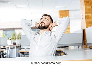 fej, hivatal, ülés, fesztelen, mögött, kézbesít, üzletember
