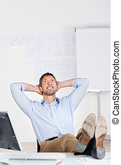 fej, hivatal, kezezés feláll, külső mögött, íróasztal, üzletember, figyelmes, boldog
