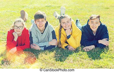 fekvő, tizenéves, fű, liget, portré