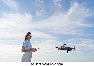felhős, gyönyörű, quadcopter, vezérmű, háttér, ég, nő