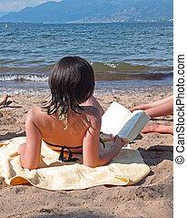 felolvasás, tengerpart, tizenéves