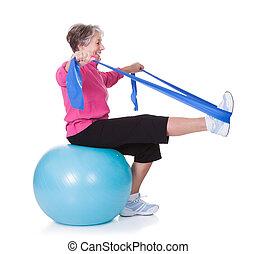 felszerelés, senior woman, gyakorlás, kifeszítő