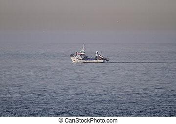 fenékhálós halászhajó, kikötő, felé, vitorlázás