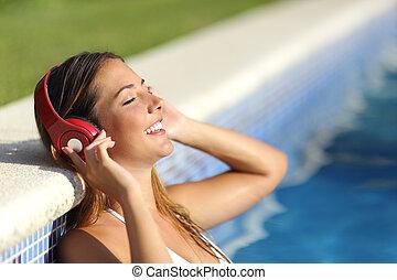 fesztelen, nő, zene hallgat, fejhallgató