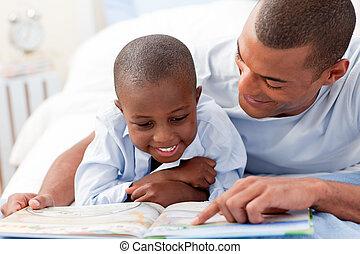 fiú, atya, övé, felolvasás