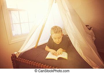 fiú, elkészített, felolvasás, ágynemű, erőd