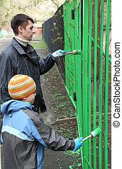 fiú, kevés, övé, kerítés, szín, munka, atya, hát, közösség, összpontosít, nap, zöld, áll, festeni