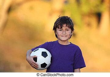 fiú, labda, futball, napnyugta