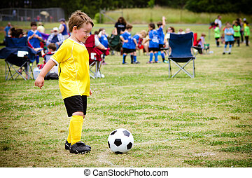fiú, szövetkezik, szervezett, fiatal, játék, gyermek, közben, futball, játék