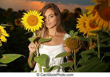 fiatal, gyönyörű woman, mező