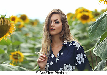 fiatal, gyönyörű woman, napraforgó