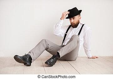 figyelmes, emelet, el, ülés, fiatal, kéz, látszó, magabiztos, időz, man., birtok, jelentékeny, kalap, kényelmes, furfangos, ember