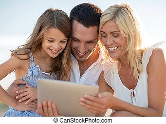 film, család, tabletta, bevétel, számítógép, boldog