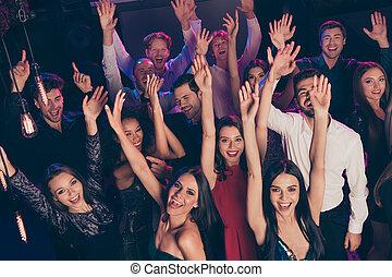 finom, felkelés, kézbesít, móka, klub, birtoklás, éjszaka, feláll, tolong, bájos, tánc, jókedvű, egyetértés, látogató, zene, sötét, bent